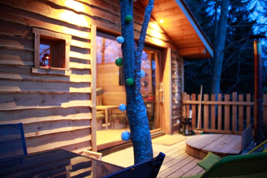 dormir dans les arbres l haut cabanes dans les arbres. Black Bedroom Furniture Sets. Home Design Ideas